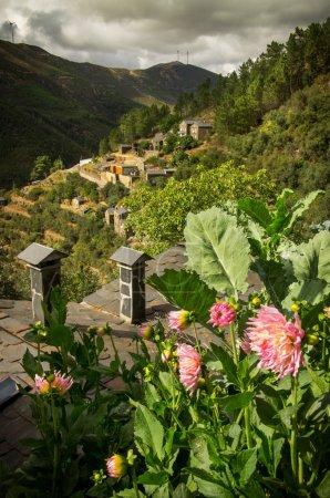 Photo pour Vue du paysage rural reculé portugais - image libre de droit