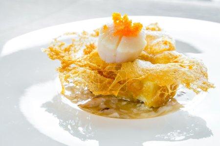 Photo pour Pétoncles Hokkaido avec sauce à la viande crabe - cuisine chinoise - image libre de droit