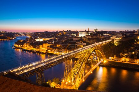 Photo pour Pont Dom Luiz à Porto Portugal au crépuscule - image libre de droit