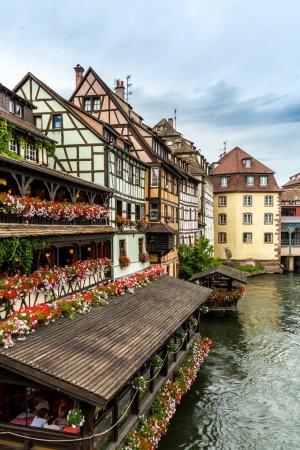 Photo pour Maisons à bois pittoresques de la Petite France, Strasbourg, France - image libre de droit