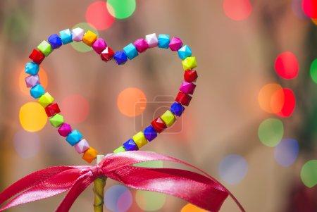 Photo pour Coeur multicolore forme et ruban - image libre de droit