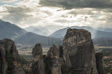 Photo pour Météore en Grèce. Meteora est les monastères sur le sommet des tours rocheuses . - image libre de droit