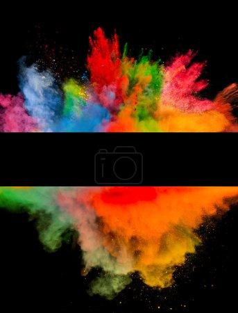 Photo pour Figer le mouvement d'explosion de poussière couleur isolée sur fond noir - image libre de droit