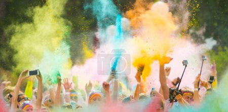 Colorrun competitors in detail of hands