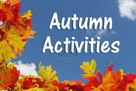 Photo pour Activités d'automne, Feuilles d'automne avec fond de ciel avec texte Activités d'automne - image libre de droit