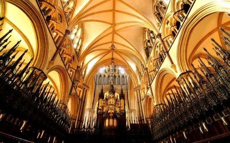 Photo pour Vue à grand angle de la vieille cathédrale - image libre de droit