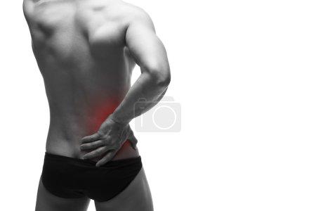 Photo pour Douleurs rénales. Homme avec mal au dos. Douleur dans le corps humain. Corps masculin musclé. Isolé sur fond blanc. Photo en noir et blanc avec point rouge - image libre de droit