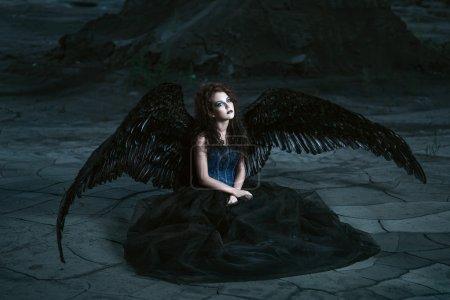 ange avec des ailes noires