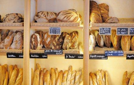 pains fraîchement cuits dans la boulangerie française