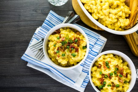 Macaroni and cheese with bacon bits