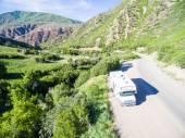Karavan parkuje na straně Jižní Canyon Creek