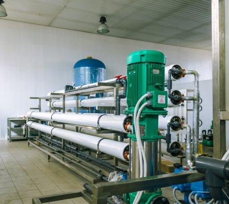 Photo pour Installation de dispositifs industriels membrane Epuration basée sur le système d'osmose inverse - image libre de droit