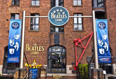 Foto de LIVERPOOL, Reino Unido - 26 de julio de 2014: The Beatles Story es una atracción de visitantes dedicada al grupo de rock de los años 60 The Beatles en Liverpool . - Imagen libre de derechos