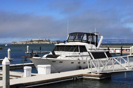 Photo pour California yacht port avec l'horizon de San Francisco en arrière-plan - image libre de droit