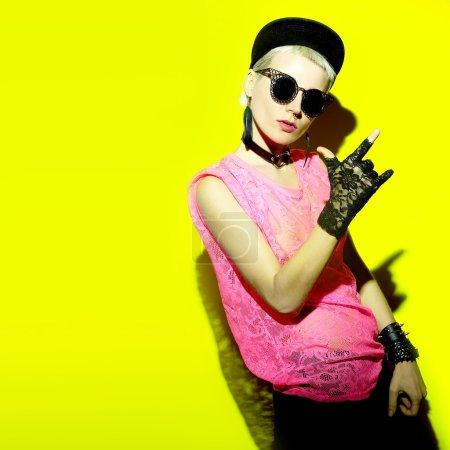 Photo pour Swag Party glamour. Accessoires de mode chic de Blonde - image libre de droit