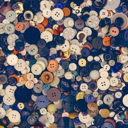 Photo pour Beaucoup de vieux boutons vintage pour fond - image libre de droit