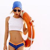 Blond. Sommer. Lifebuoy. Modestil
