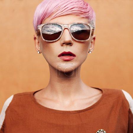 Lady Vintage Style. Short fashionable hairstyle