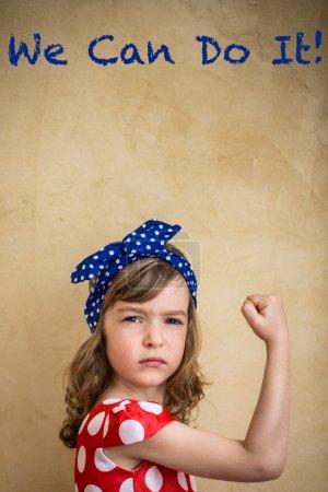 Photo pour Nous pouvons le faire. symbole du concept de puissance et le féminisme fille - image libre de droit