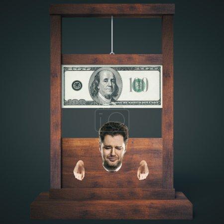 Photo pour Concept de dette avec l'homme sur le point de se faire couper la tête sur une guillotine en bois sombre, isolée sur fond noir. Rendu 3D - image libre de droit