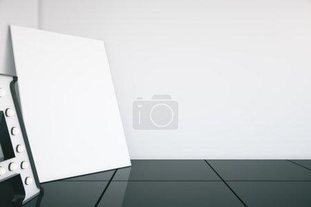 Photo pour Mur vierge, toile et grand Une lettre à l'intérieur de la chambre. Maquette, rendu 3D - image libre de droit