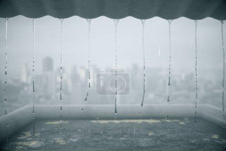 Photo pour Pluie dégoulinante du toit sur fond de ville trouble. Rendu 3D - image libre de droit