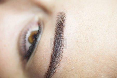 Photo pour Technique de dessin des sourcils. Macro et focus sélectif . - image libre de droit