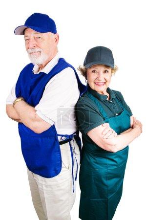 Foto de Senior par trabajando en empleos de salario mínimo para complementar los ingresos de jubilación. aislado en blanco. - Imagen libre de derechos