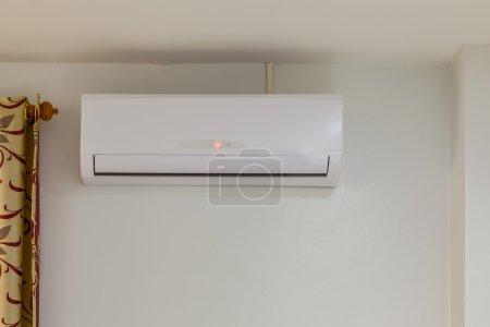 Photo pour Climatiseur installer sur le mur pour salle de réunion ou condo, mise hors tension - image libre de droit