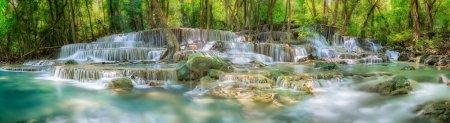 Photo pour Niveau 6 de la cascade de Huaimaekamin à Kanchanaburi en Thaïlande - image libre de droit