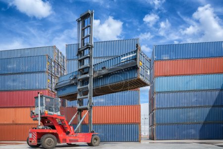 Crane lifter handling container box loading