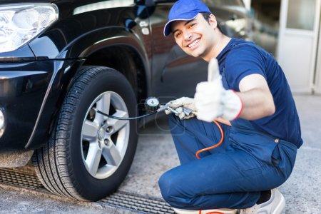 Mechanic inflating tire