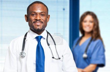 Photo pour Équipe médicale multiethnique - image libre de droit