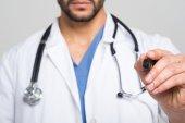 Doktor drží marker pen