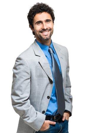 Photo pour Portrait d'homme d'affaires souriant sur fond blanc - image libre de droit