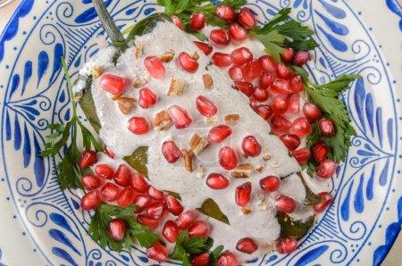 Foto de Chiles en nogada, un platillo de cocina mexicana - Imagen libre de derechos