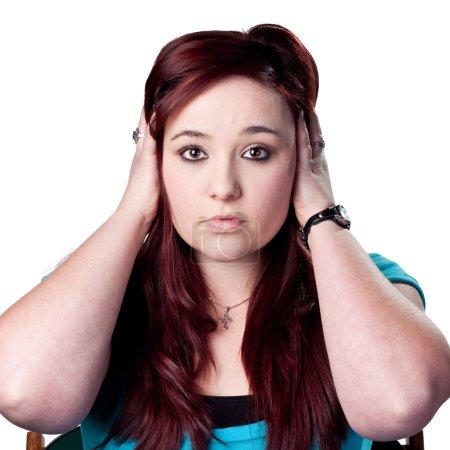 Photo pour Femme couvre ses oreilles - image libre de droit