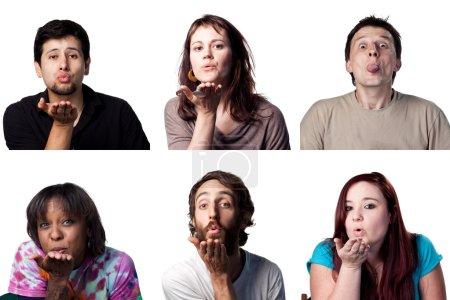 Photo pour Groupe de personnes soufflant un baiser au spectateur - image libre de droit