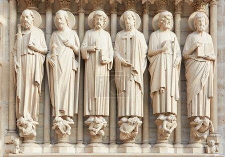 Photo pour Statues de saints gothiques Notre Dame de Paris - image libre de droit