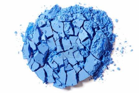 Photo pour Ombre à paupières bleue écrasée isolée sur fond blanc - image libre de droit