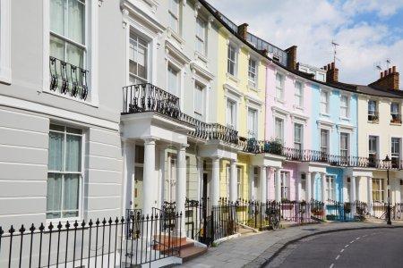 Photo pour Maisons colorées de Londres à Primrose hill, anglais architecture - image libre de droit