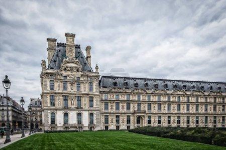 """Photo pour Paris, France, Fév 2020, """"Musée des Arts Dcoratifs"""" le musée occupe l'aile la plus au nord-ouest du Palais du Louvre, connu sous le nom de Pavillon de Marsan - image libre de droit"""
