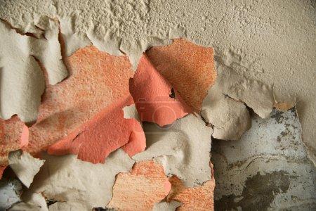 Photo pour Effet de l'humidité sur un vieux mur d'habitation - image libre de droit
