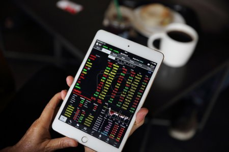 Making trading online on the tablet with old hand