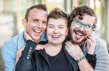 Photo pour Trois heureux genre fluide amis agresser pour l 'caméra - image libre de droit