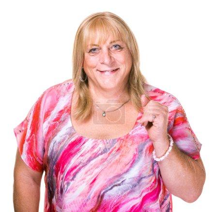 Photo pour Gros plan de femme transgenre souriante en chemisier rose sur fond blanc - image libre de droit