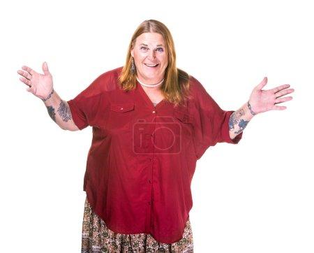 Photo pour Femme transgenre en collier de perles sur fond blanc geste avec les mains grandes - image libre de droit