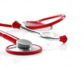Červené stetoskop na bílém pozadí