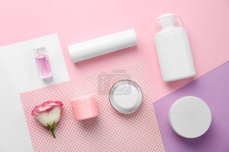 Photo pour Maquette de spa cosmétiques sur fond de couleur - image libre de droit