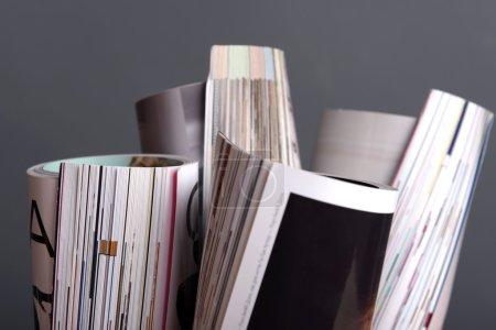 Photo pour Magazines sur fond gris - image libre de droit